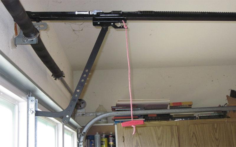 Elektrik kesintisi, arıza veya acil durumlarda otomatik garaj kapısını manuel elle açma, nasıl açılır?